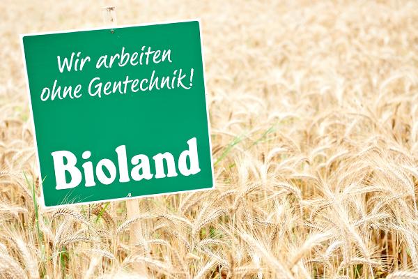 Bioland-Hof_Strotdrees_600px_Bioland-Schild_im_Feld